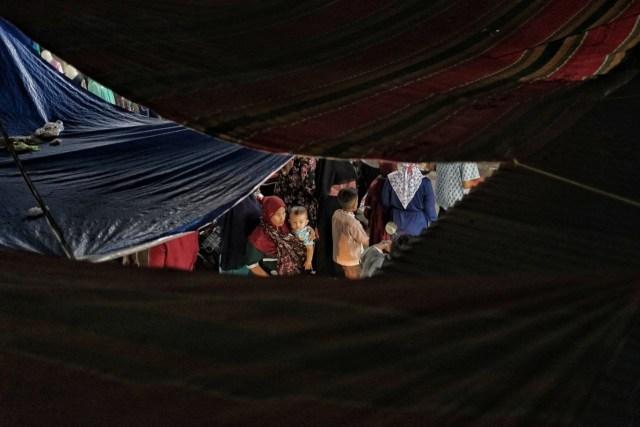 Potret Malam Lebaran di Lhokseumawe: Nelayan Mencari Ikan Hingga Ramainya Pasar (37074)