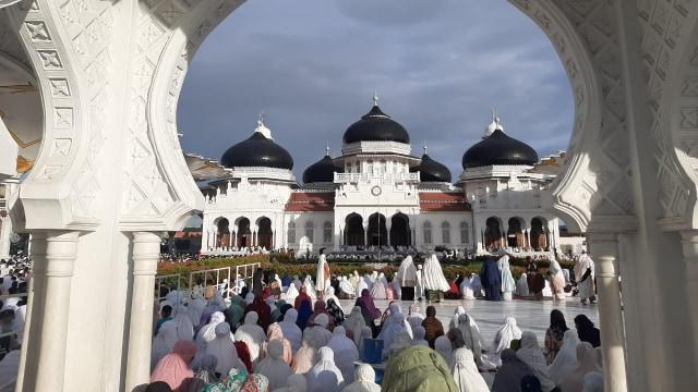 Salat Id di Masjid Bataiturrahman Aceh
