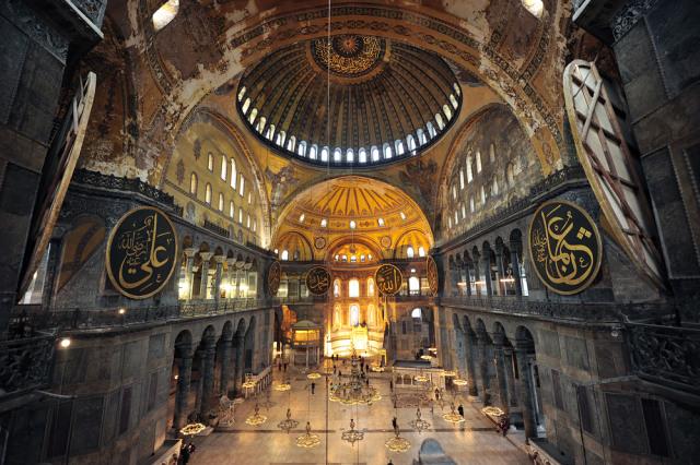 Pose Bugil di Hagia Sophia, Model Playboy ini Dihukum 7 Tahun Penjara (775119)