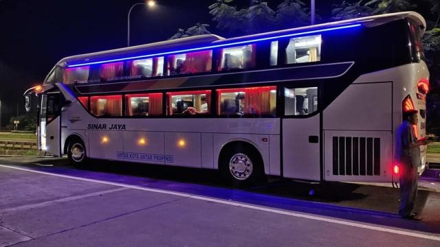 Viral! Bus Mewah dengan Desain Physical Distancing dan Punya Fasilitas bak Hotel (111456)