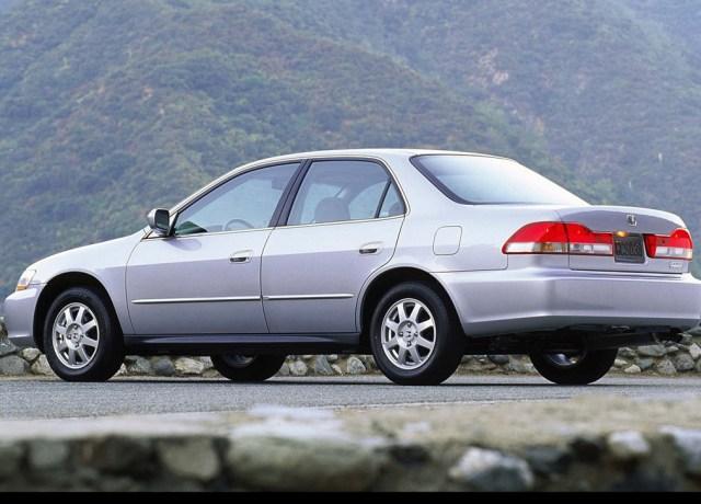 3 Mobil Sedan Mewah Bekas di Bawah Rp 50 Jutaan (315184)