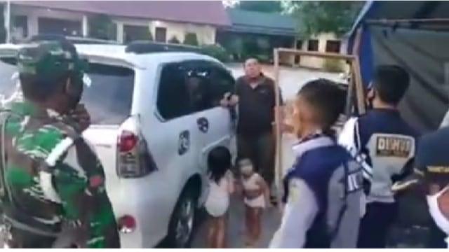 Tak Sanggup Beli Susu, Ayah Ini Nekat Serahkan Anaknya ke Petugas PSBB (122254)