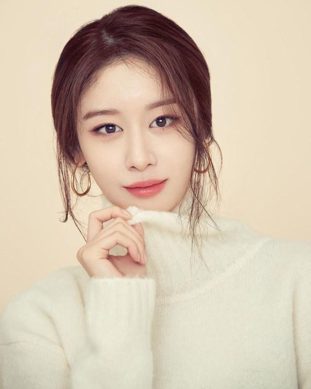 Lee Dong Gun dan Jo Yoon Hee Cerai Usai 3 Tahun Nikah, Netizen: Karma is Real (237596)