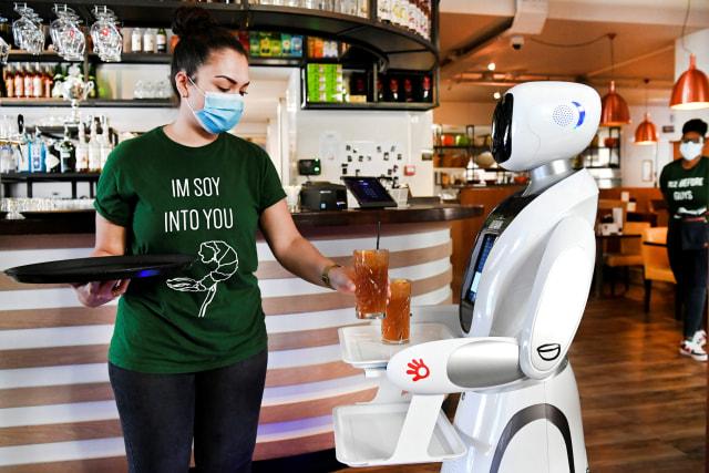 Robot-Restoran-Belanda-Corona