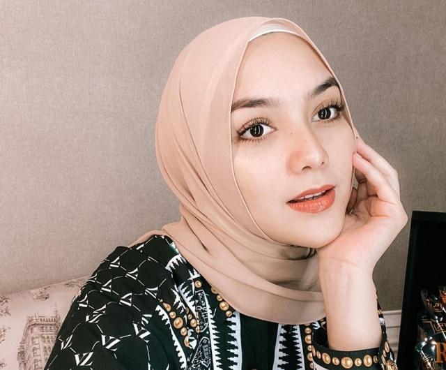 4 Tutorial Hijab Anti Ribet Ala Citra Kirana Kumparan Com