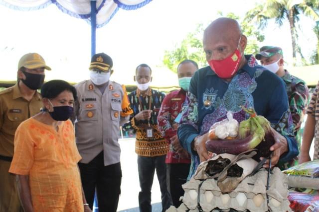 10.359 Warga di Kota Jayapura Terima Manfaat Kartu Sembako Saat COVID-19 (2996)
