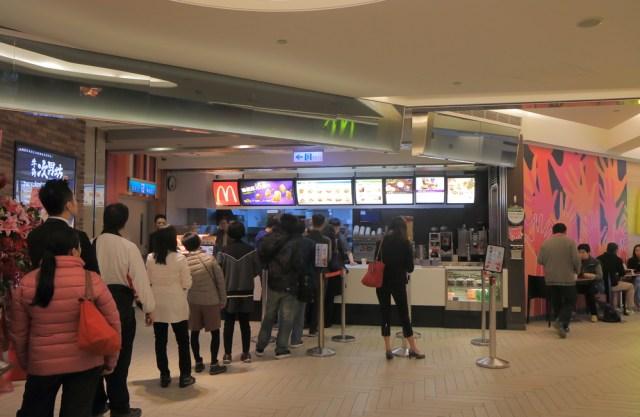 Ilustrasi antrean di food court