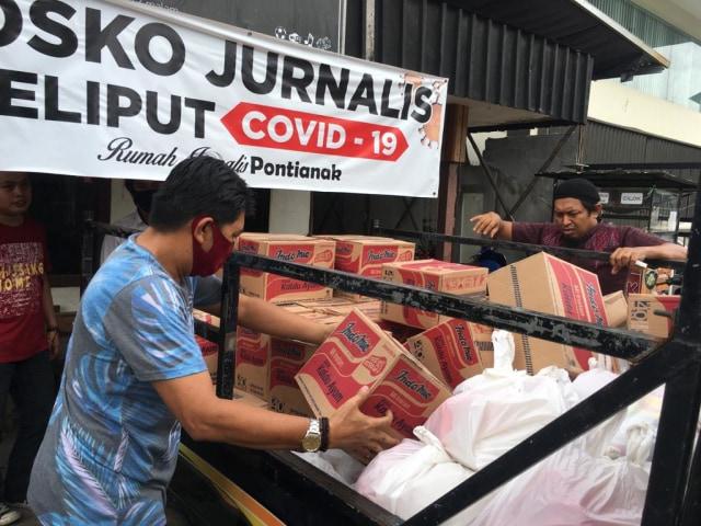 Melihat Gerakan Sosial Jurnalis di Kalbar Bantu Warga yang Terdampak COVID-19 (237274)