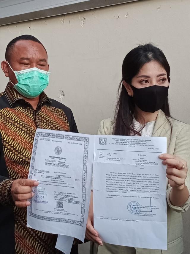 Pihak Aska Ongi Tunjukan Bukti Pemalsuan Akta Kelahiran yang Dilakukan Aliff (832589)
