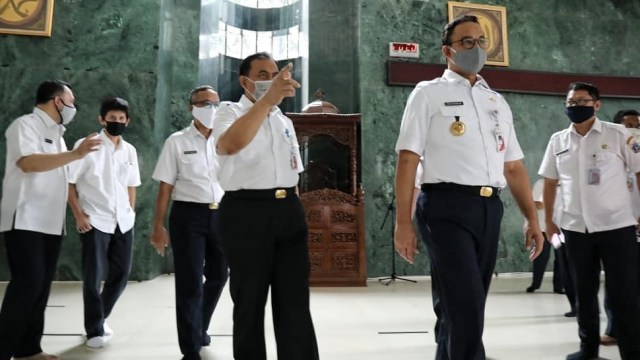 Anies Ajak Warga Salat Gaib untuk Sekda DKI Saefullah yang Wafat karena Corona (239093)