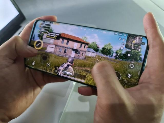 Review Xiaomi Mi 10: Desain Mewah, Kamera Banyak, Sesuai Fungsi (720901)