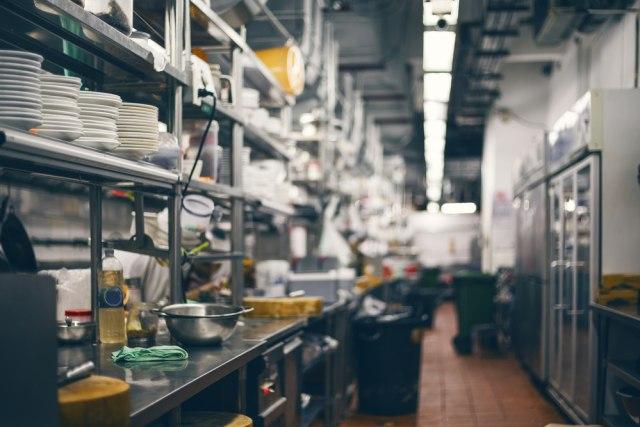 Peneliti Temukan Risiko Penularan Corona saat Makan di Restoran (302483)