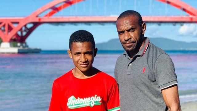 Anak Legenda Sepak Bola Indonesia, Ortizan Solossa, Meninggal Dunia (65662)