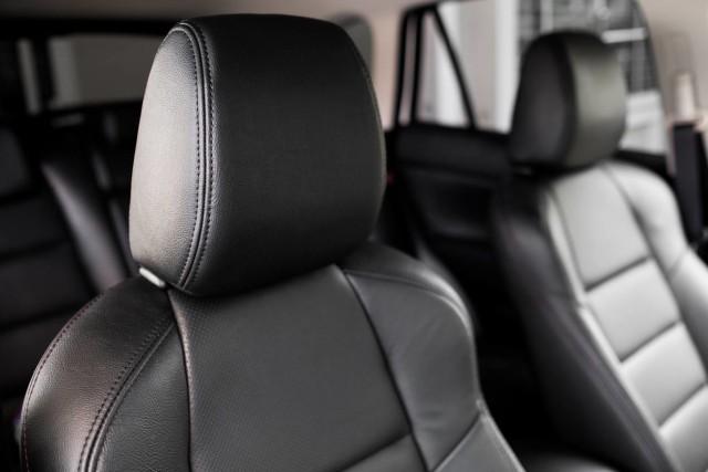 Jangan Dilepas, Ini Fungsi Vital Headrest pada Jok Mobil  (26586)