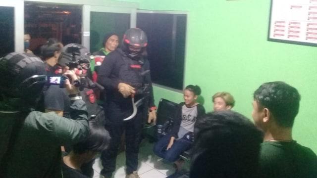Tim Jaguar Amankan 2 Remaja yang Akan Duel Pakai Celurit karena Rebutan Pacar (10089)