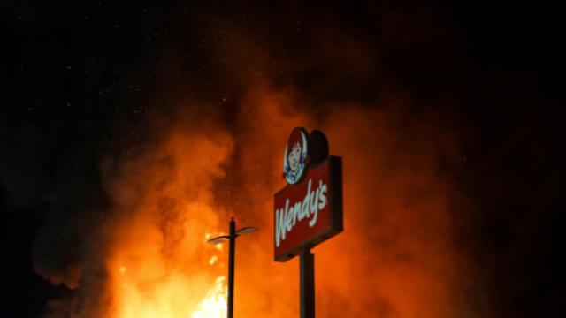 Buntut Penembakan Pria Kulit Hitam di Atlanta, Restoran Wendy's Dibakar Massa (229267)