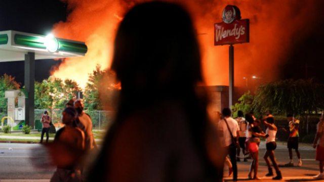 Buntut Penembakan Pria Kulit Hitam di Atlanta, Restoran Wendy's Dibakar Massa (229266)