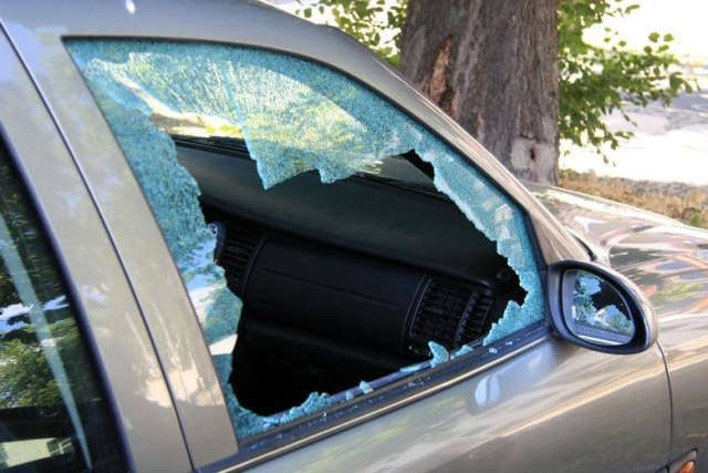 Saat Darurat, Headrest Mobil Bisa Jadi Alat Pemecah Kaca? (28794)