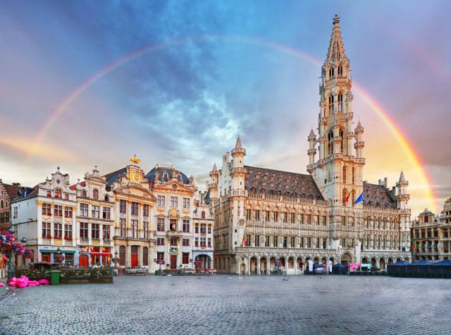 Kesal, Petani Ini Pindahkan Batu Perbatasan Belgia-Prancis Berusia 202 Tahun (97455)