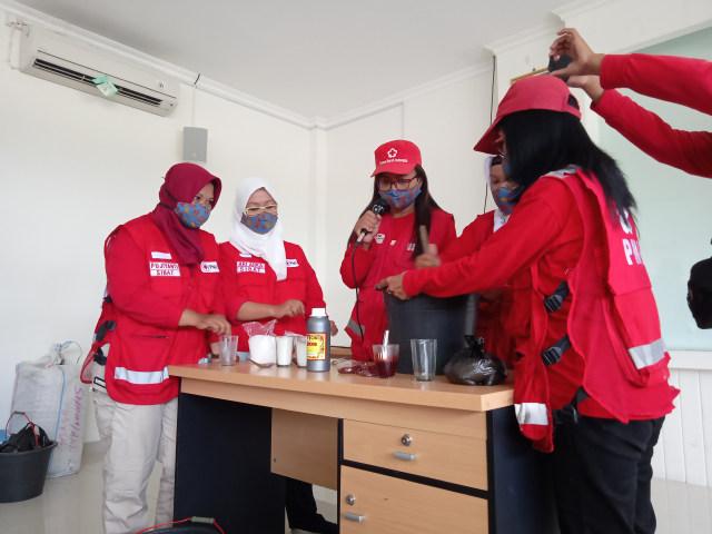 PMI Latih Relawan Membuat Sabun Cuci Tangan dan Bagikan Gratis kepada Masyarakat (105362)