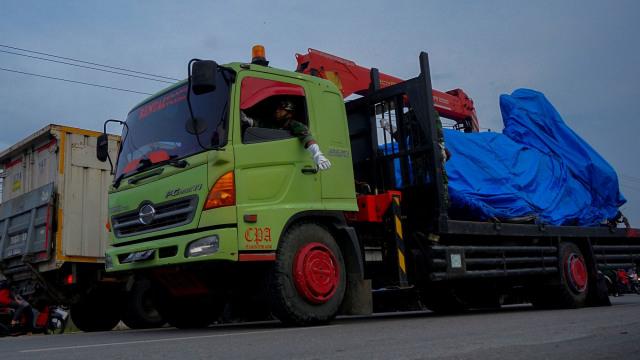 Foto: Evakuasi Bangkai Pesawat Hawk yang Jatuh di Riau (109744)