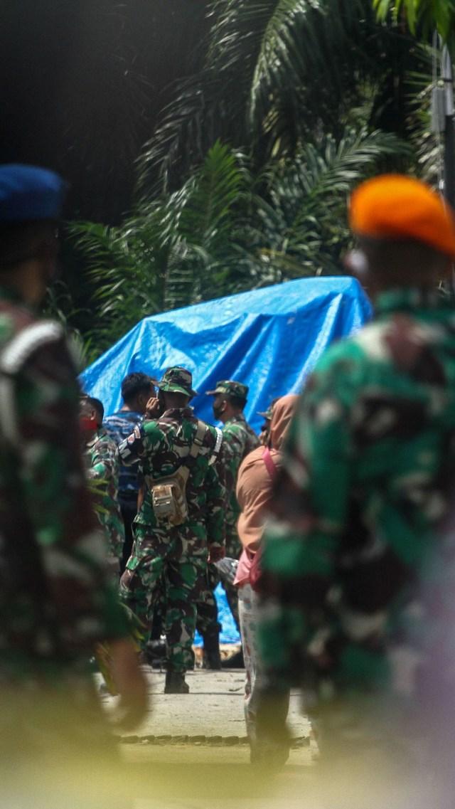 Foto: Evakuasi Bangkai Pesawat Hawk yang Jatuh di Riau (109738)