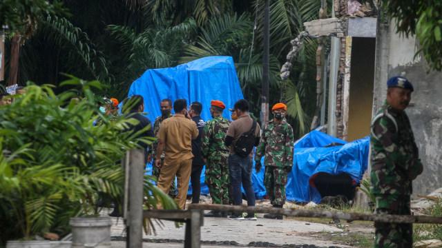 Foto: Evakuasi Bangkai Pesawat Hawk yang Jatuh di Riau (109741)