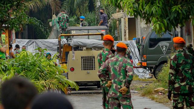 Foto: Evakuasi Bangkai Pesawat Hawk yang Jatuh di Riau (109739)