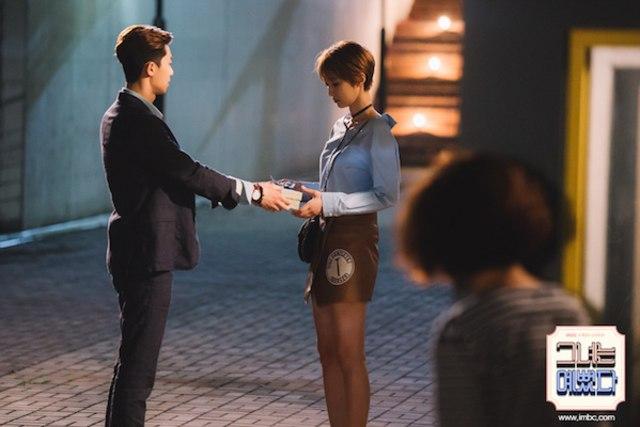 Sinopsis She Was Pretty Episode 3, Akankah Identitas Hye Jin Terbongkar? (61688)