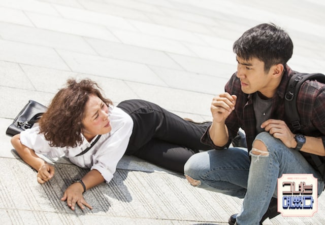 Sinopsis She Was Pretty Episode 3, Akankah Identitas Hye Jin Terbongkar? (61689)