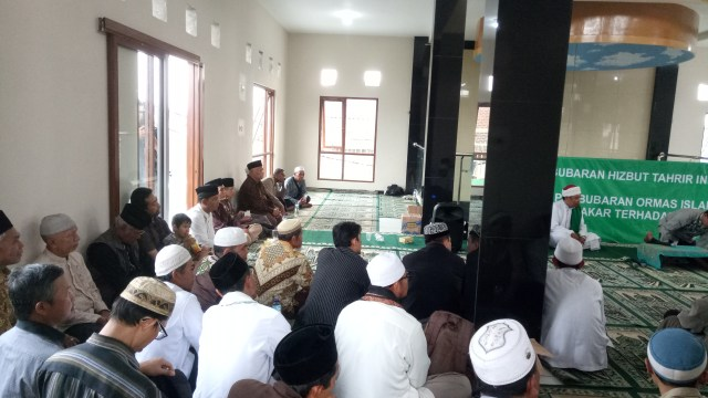 Drs. KH. Ahmad Rifa'i Menurut Saya : Catatan Kebersamaan Dengan Abah (3)