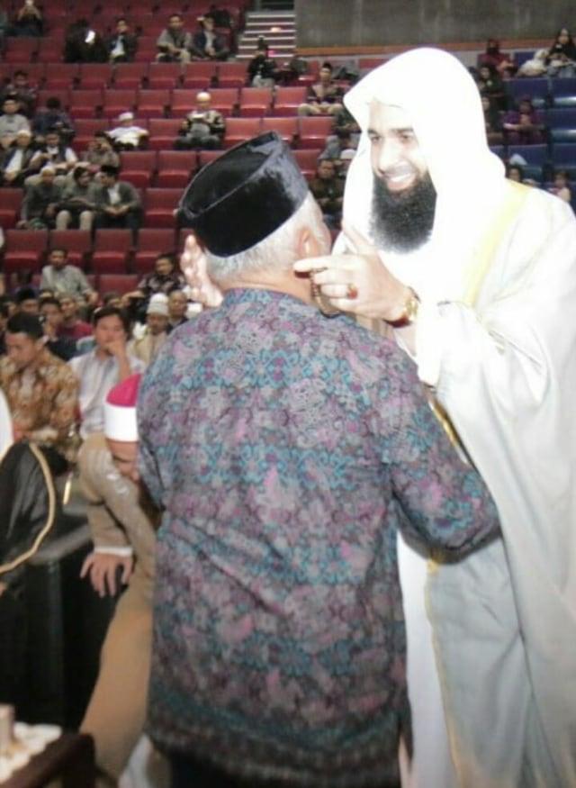 Drs. KH. Ahmad Rifa'i Menurut Saya : Catatan Kebersamaan Dengan Abah (7)