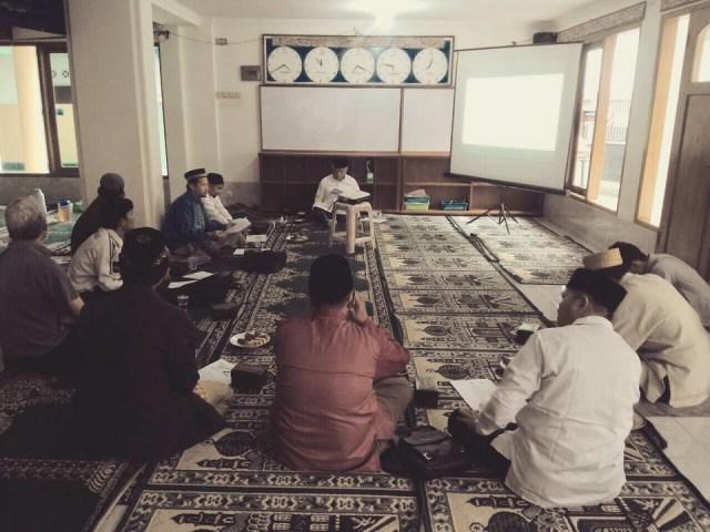 Drs. KH. Ahmad Rifa'i Menurut Saya : Catatan Kebersamaan Dengan Abah (5)