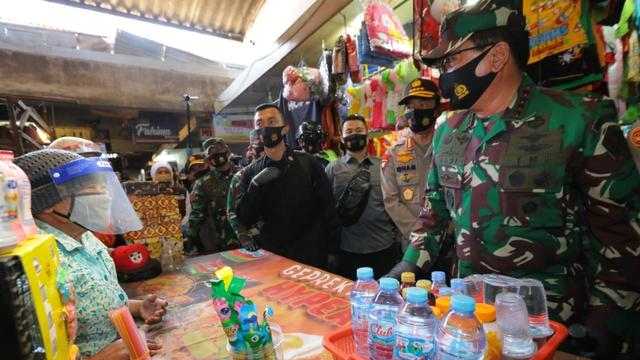 Panglima TNI: Sekat dan Isolasi WNI-WNA dari Luar Negeri di Dumai dan Cilacap (21601)
