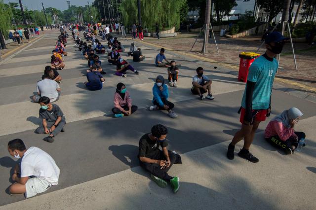 Polisi Jaga Ketat Antrean Panjang di Pintu Masuk GBK (124677)