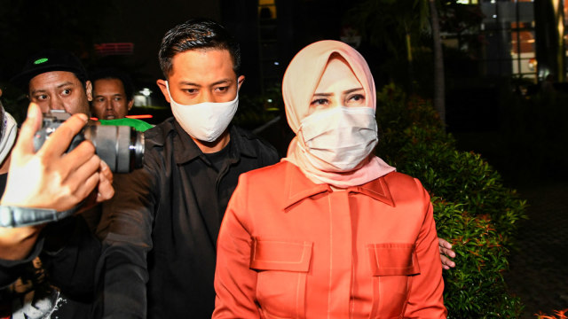 KPK Usut Pemakaian Pelat Mobil Dinas KemenPANRB oleh Istri Nurhadi (404278)