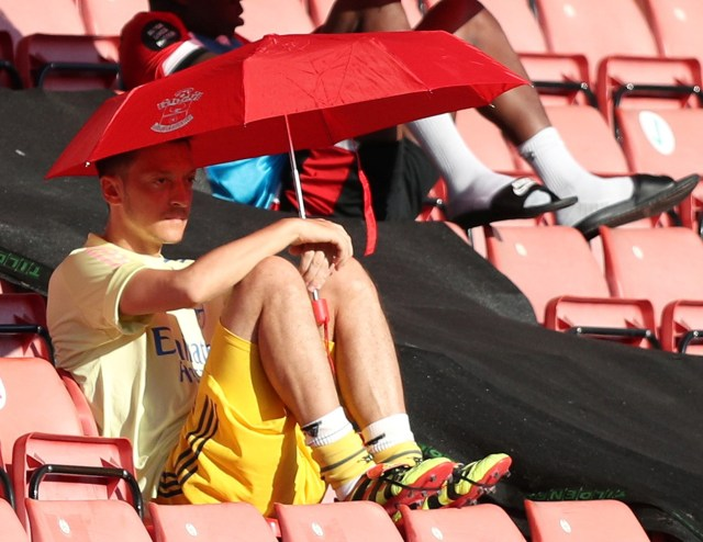 Nasib Mesut Oezil Makin Suram, Legenda Arsenal Ungkap Dua Penyebabnya (567898)