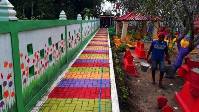 Biar Tak Terkesan Angker, Makam di Madiun Dibikin Warna-warni bak Sekolah TK (23544)