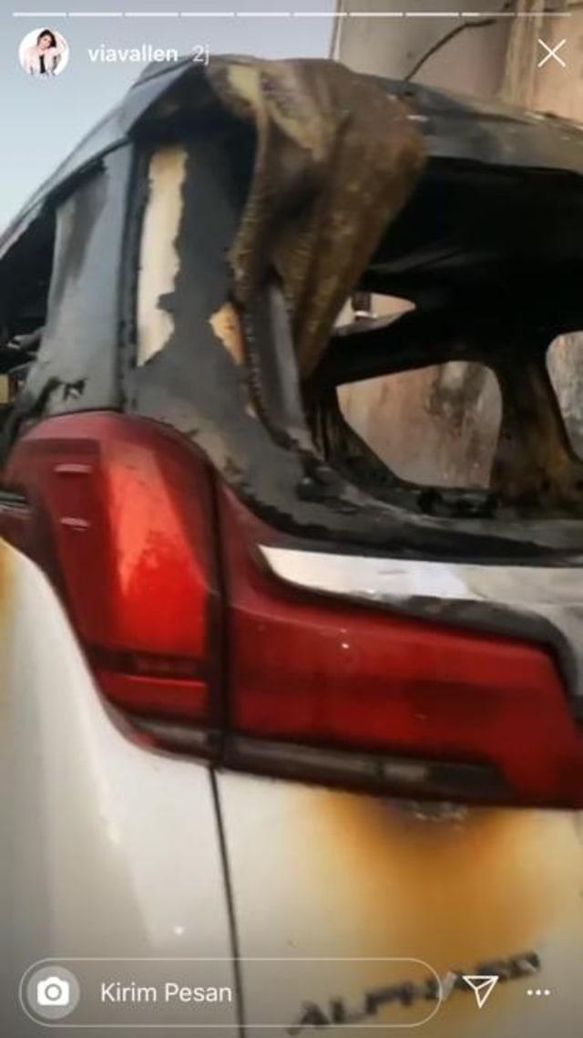 PTR- Mobil Via Vallen terbakar