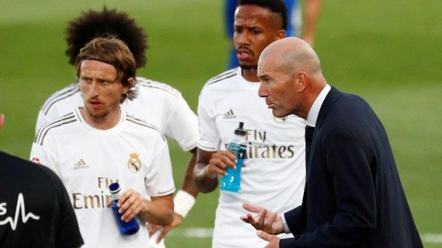 Real Madrid Unggul 2 Poin atas Barcelona, Zidane Enggan Jemawa (274755)