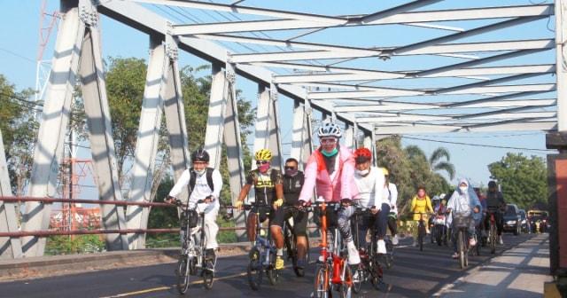Bupati Probolinggo Kampanyekan Berangkat Kerja dengan Bersepeda (899184)
