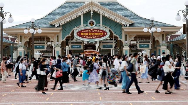 Usai Diundur 5 Bulan, Disneyland Tokyo Segera Buka Area Beauty and the Beast  (27632)