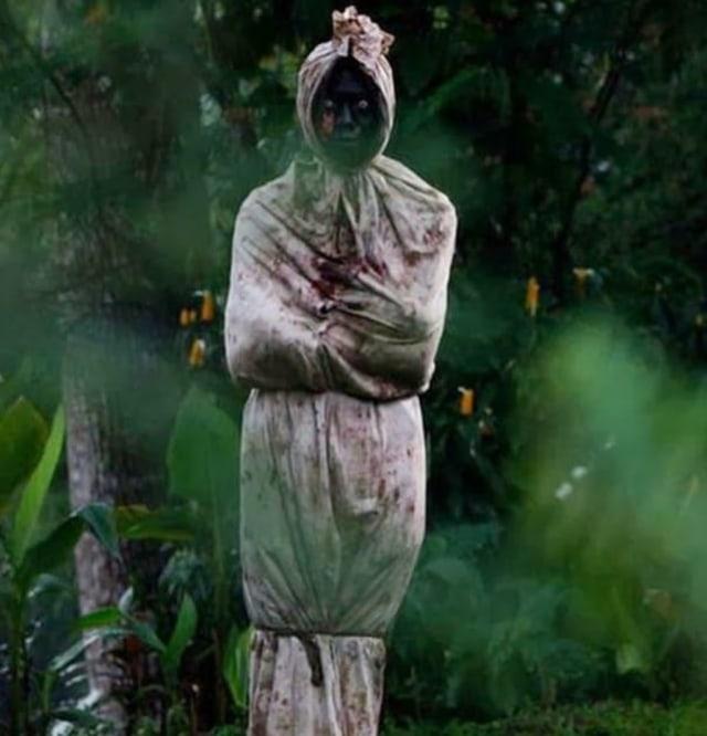 Cerita Horor Satu Keluarga di Surabaya Diteror Dua Pocong Kiriman