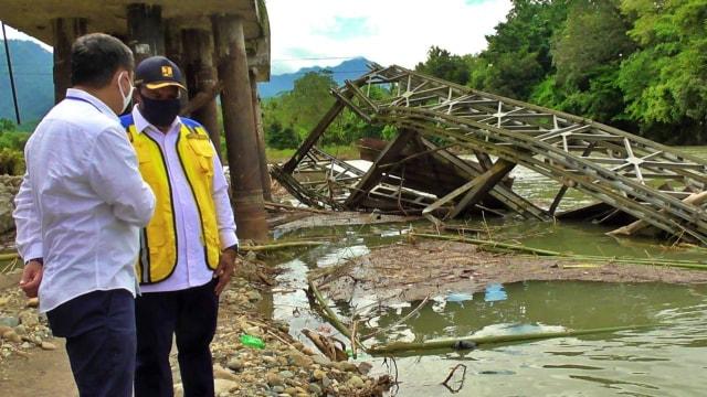 Wamen PUPR Meninjau Jembatan Ambruk di Bone Bolango, Gorontalo (283663)
