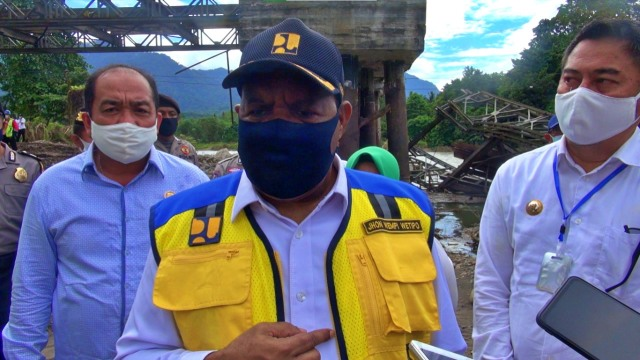 Wamen PUPR Meninjau Jembatan Ambruk di Bone Bolango, Gorontalo (283664)