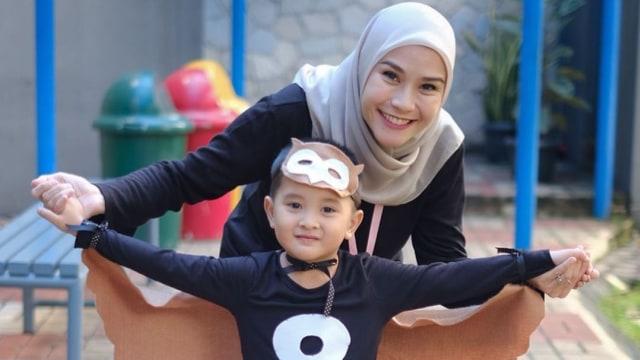 Manfaat Ajari Anak Budaya Indonesia seperti yang Dilakukan Zaskia Adya Mecca (181762)