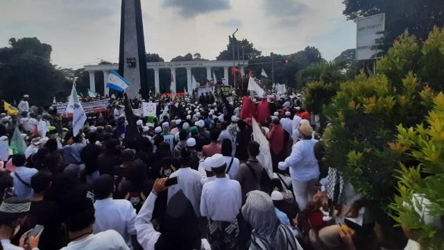 Di Tengah Pandemi, Massa Padati Tugu Kujang Bogor, Demo Tolak RUU HIP (150406)