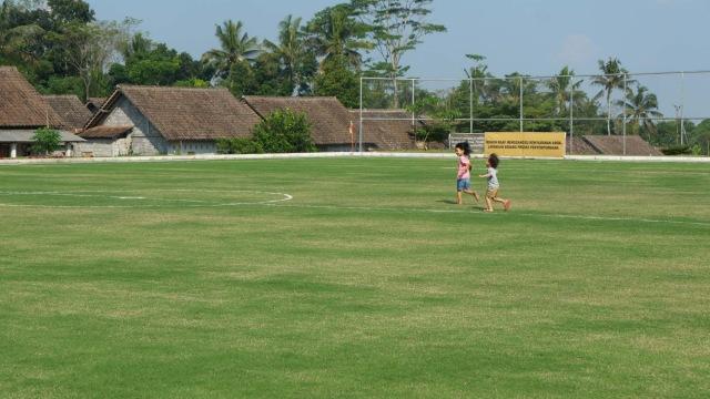 Melihat Desa di Lereng Merapi yang Miliki Lapangan Sepak Bola ala Eropa (288614)