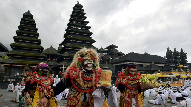 Pemerintah Gelontorkan Rp 900 M untuk Tata Kawasan Pura Besakih Bali (38917)
