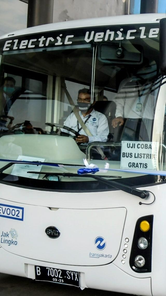 Bus Listrik TransJakarta Perpanjang Waktu Operasional 12 Jam (26348)
